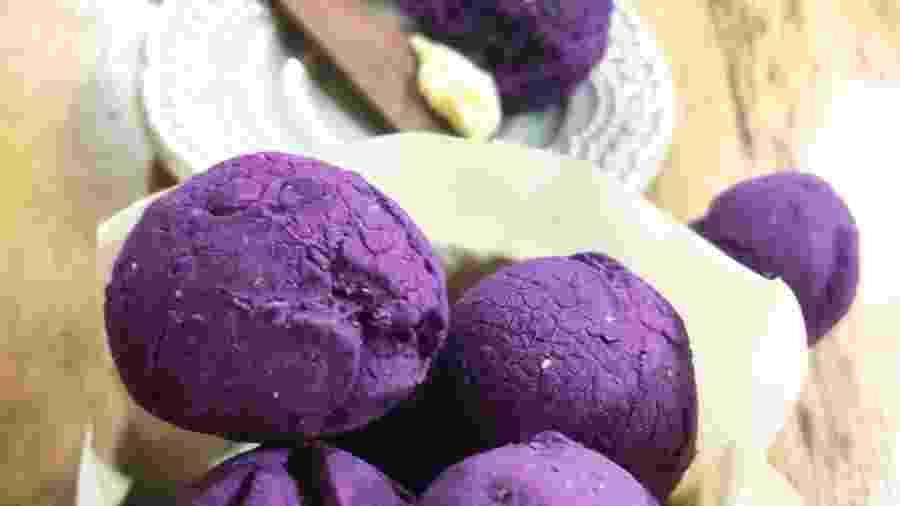 A batata doce confere aos pãezinhos uma coloração que salta aos olhos - Divulgação