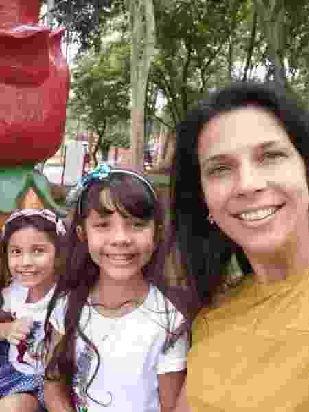 educadora física gaúcha Juliana Cambruzzi, 38 anos, moradora de São Paulo, tem duas filhas:  Cecília, 7 anos, e Maitê, 5 anos - arquivo pessoal - arquivo pessoal