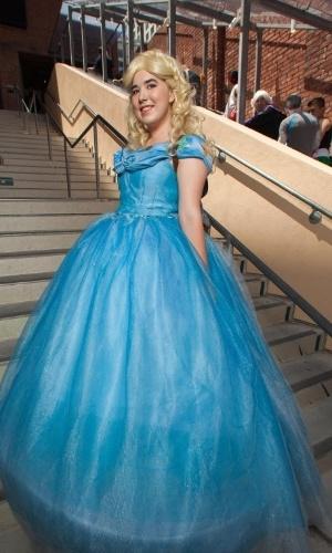 12.jul.2015 - Fã se veste como a princesa Cinderela no último dia da Comic-Con 2015 em San Diego, Califórnia