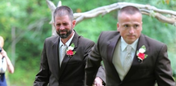 O pai da noiva, Todd Bachman, surpreendeu o padrastro dela ao pedir que ele também a levasse ao altar - Delia D. Blackburn/DeliasPhotos.com