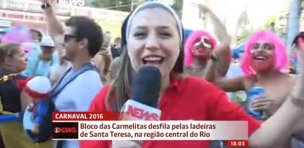 """""""Folião beijoqueiro"""" surpreende repórter da Globo News em transmissão ao vivo"""