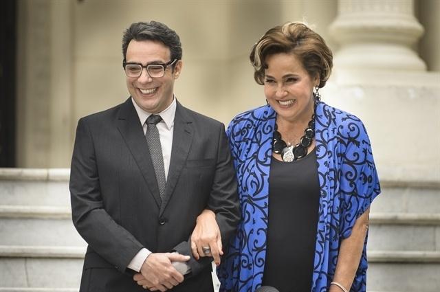 Agilson (Marcelo Médici) e Lucrécia (Claudia Jimenez) formam um casal em