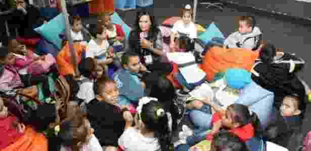 Crianças participam de encontro com a escritora Luciana Savaget no Salão do Livro - Divulgação - Divulgação