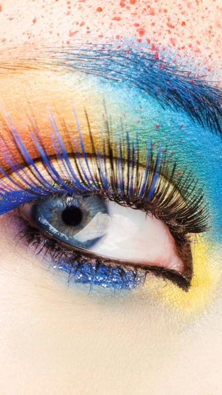 Cílios coloridos no Carnaval e na vida - iStock