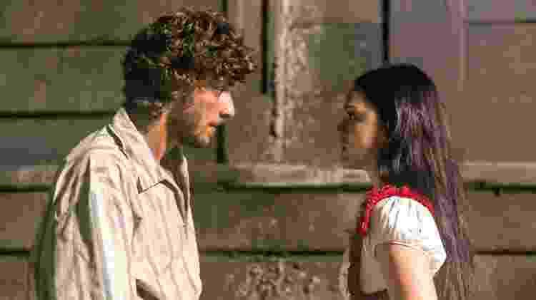 "Joaquim (Chay Suede) e Anna (Isabelle Drummond) em ""Novo Mundo"" - Paulo Belote/TV Globo - Paulo Belote/TV Globo"