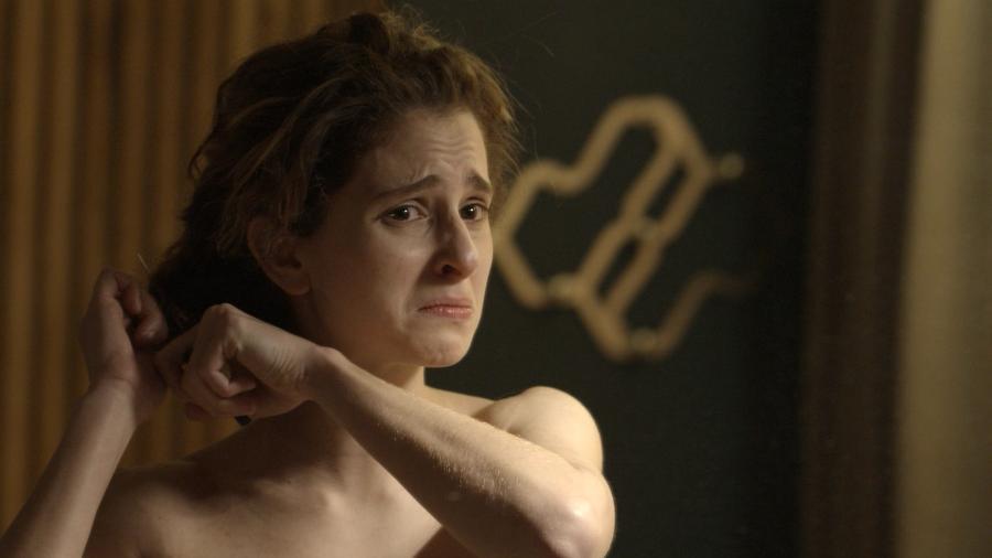 """Ivana (Carol Duarte) corta os cabelos e adota um visual mais masculina em cena emocionante de """"A Forēa do Querer"""" - TV Globo"""