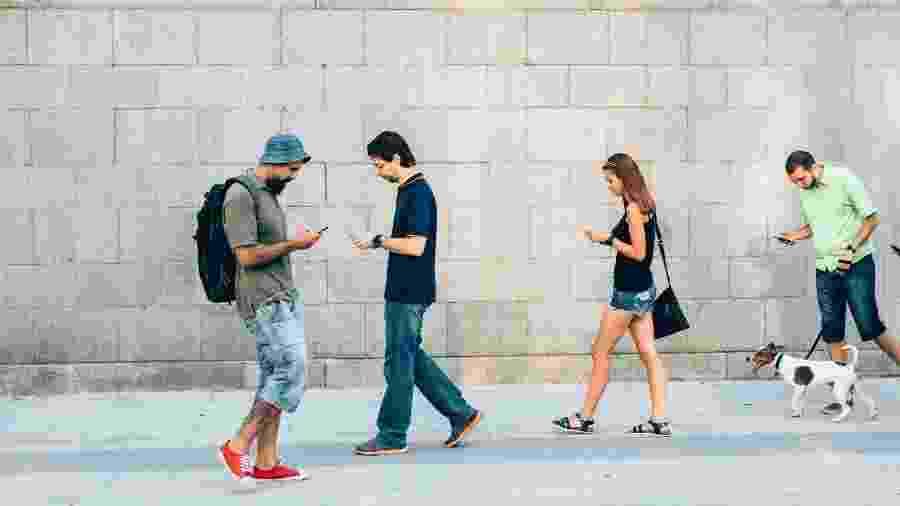 Quem nunca ficou preso ao Facebook fazendo rolagem infinita? - Getty Images