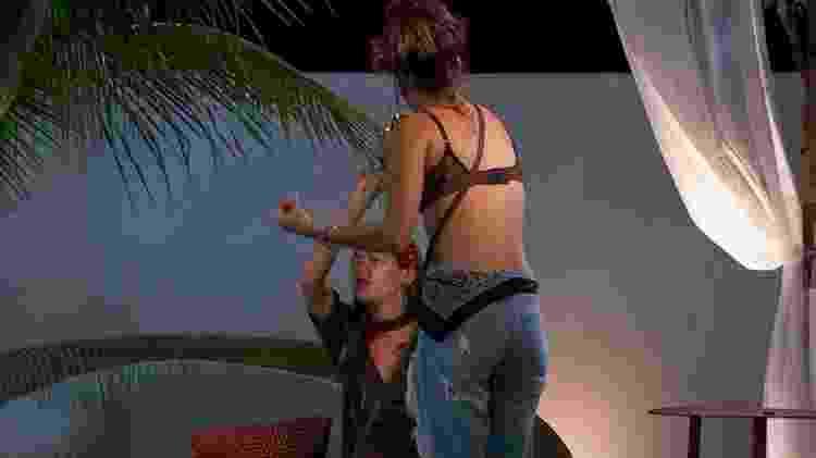 """Em uma das brigas, Gabi Prado joga bebida em Raissa no """"De Férias com o Ex 2"""" - Reprodução/MTV - Reprodução/MTV"""