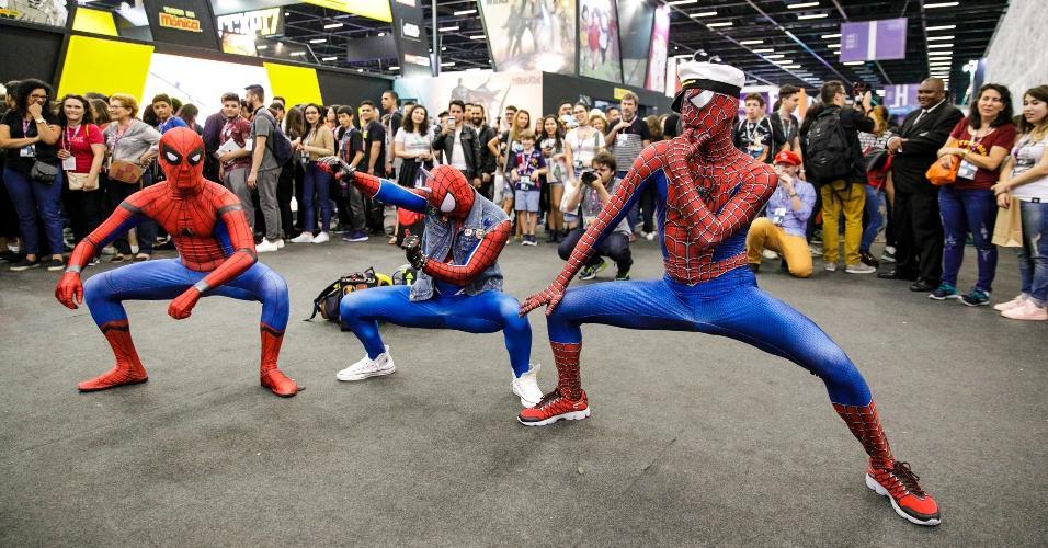 Três Homem-Aranha unidos pelo ritmo Ragatanga