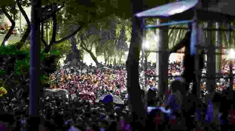 Milhares de pessoas lotaram o Vale do Anhangabaú para acompanhar o show de Anitta no aniversário de São Paulo - Mariana Pekin/UOL