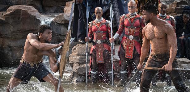 "Chadwick Boseman (esq.) e Michael B. Jordan em cena de ""Pantera Negra"""