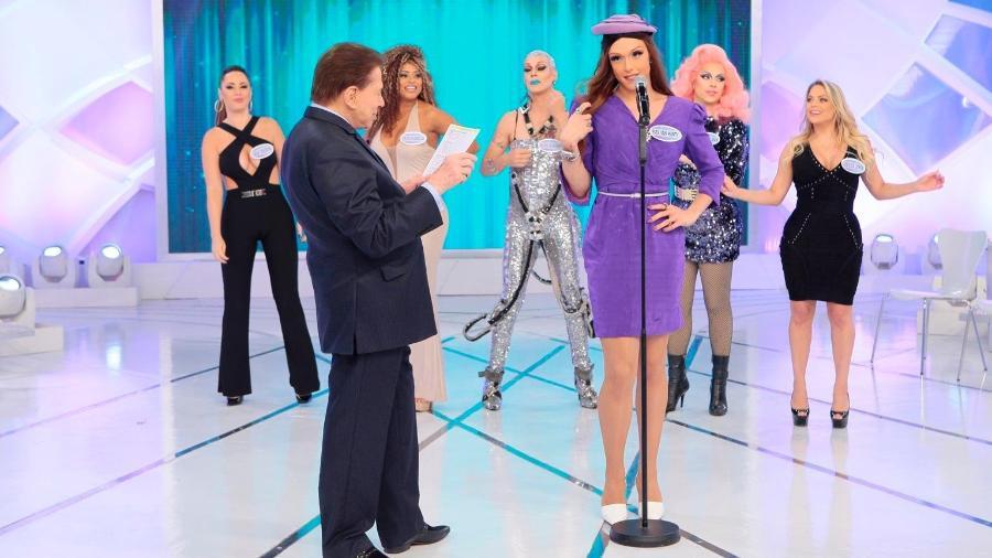 Silvio Santos brinca com convidados em seu programa, que vai ao ar domingo (25) - Lourival Ribeiro/SBT