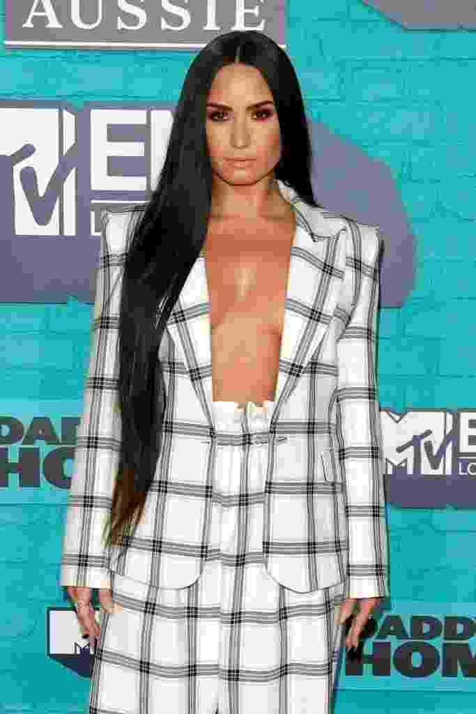10 famosas que montaram seus looks usando só o blazer e mais nada por baixo - Getty Images