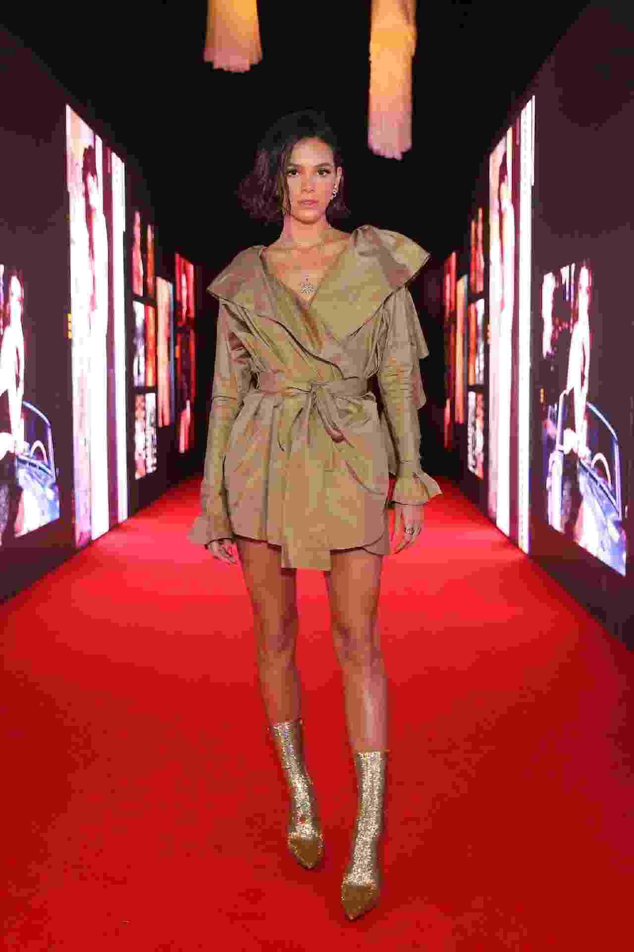 Bruna Marquezine e mais famosas brilham em evento de moda; veja os looks - Brazil News