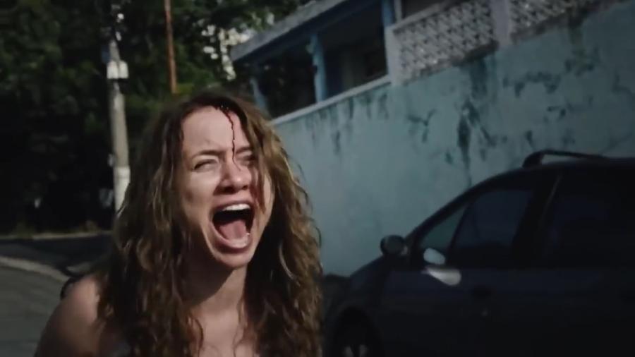 """Cristina Lago interpreta Jane no episódio """"Homem do Saco"""", da série """"Terrores Urbanos"""" - Reprodução/Record"""