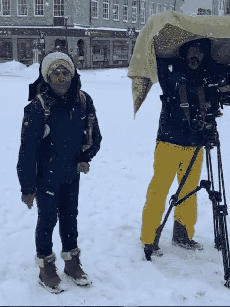 Glória Maria ao lado de câmera no meio da neve - Reprodução/Instagram