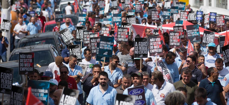 Funcionários da Ford realizam novo ato em São Bernardo do Campo contra fechamento de fábrica - BRUNO ROCHA/FOTOARENA/FOTOARENA/ESTADÃO CONTEÚDO