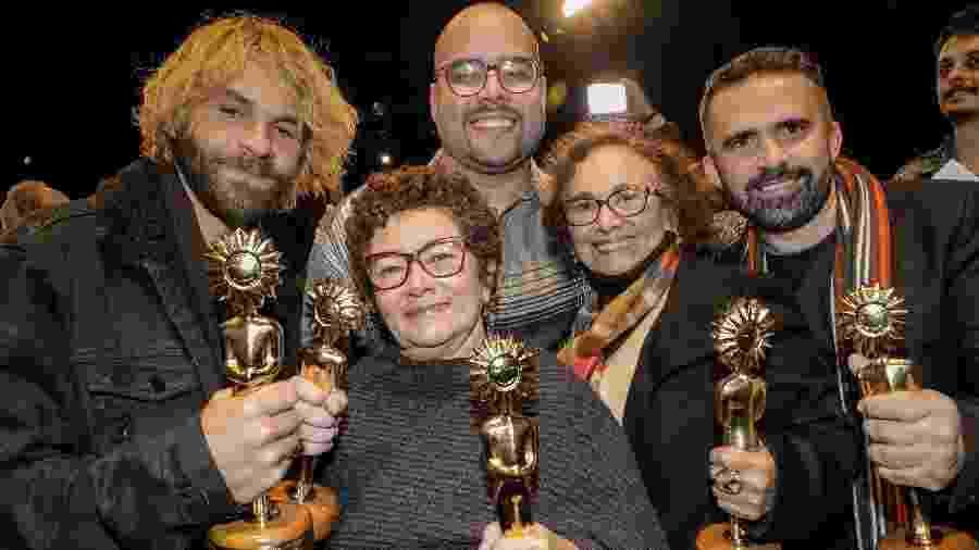 """Foto com os vencedores do melhor filme """"Pacarrete"""" do 47º Festival de Cinema de Gramado - Cleiton Thiele/Agência Pressphoto"""