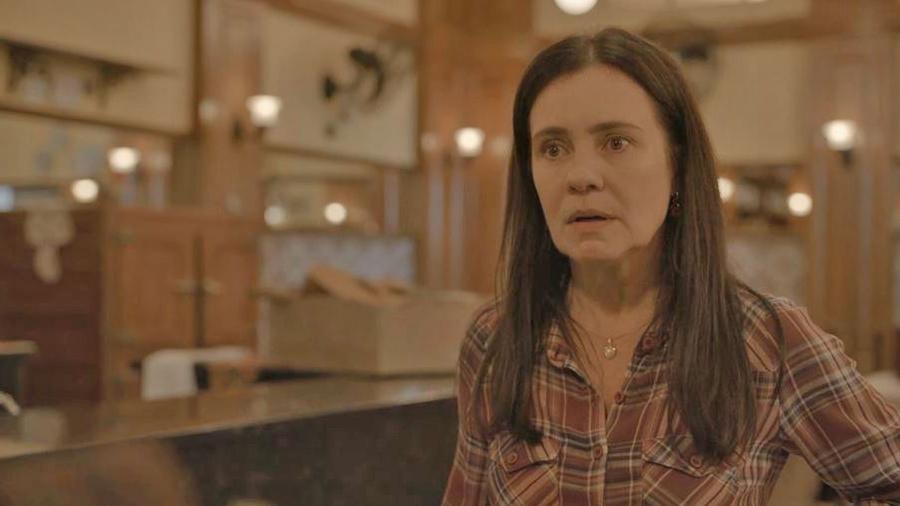 """Adriana Esteves é Thelma em """"Amor de Mãe"""" - REPRODUÇÃO/REDE GLOBO"""