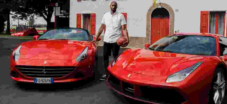 Bryant era fã de carrões italianos e esteve na sede da Ferrari em Maranello - Divulgação