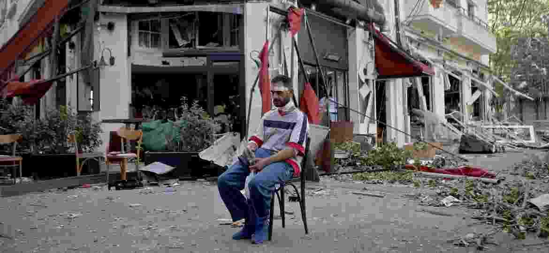 """Destruição no turístico bairro de Mar Mikhael, que era considerado o """"coração pulsante"""" de Beirute - AFP"""