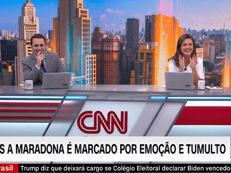 """Rafael Colombo e Elisa Veeck não seguraram o riso no """"CNN Novo Dia"""" de hoje - Reprodução / CNN"""