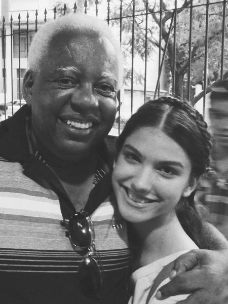 João Acaiabe e a atriz Giovanna Grigio - Reprodução/Instagram