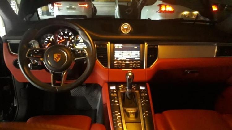 Interior forrado de couro vermelho é um dos vários destaques do Porsche oferecido em leilão online - Divulgação - Divulgação