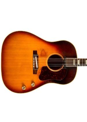 Guitarra acústica que pertenceu a John Lennon é leiloada nos EUA - Reuters