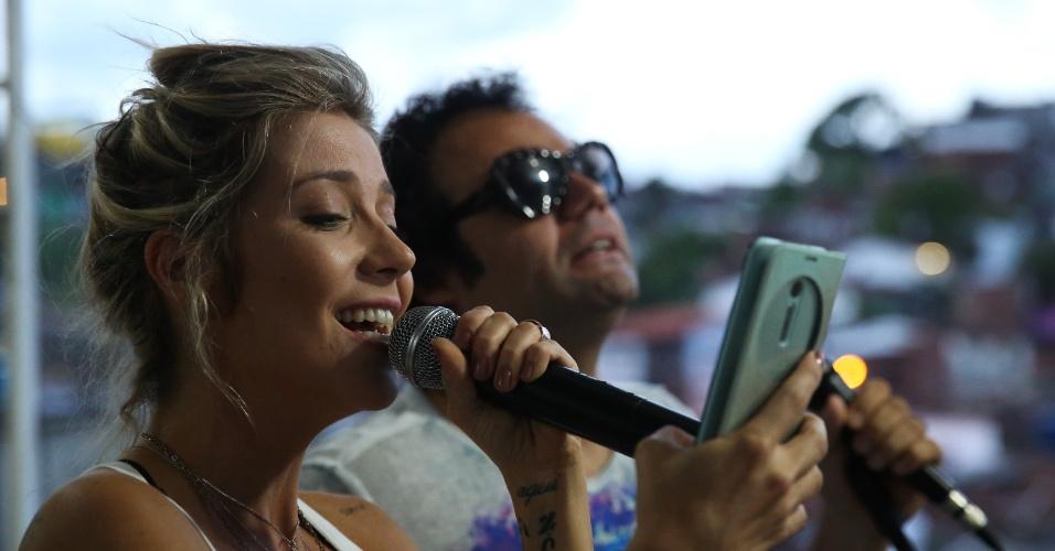 Maestro Forró faz último ensaio com Luiza Possi durante o aquecimento do Carnaval de Recife de 2016.