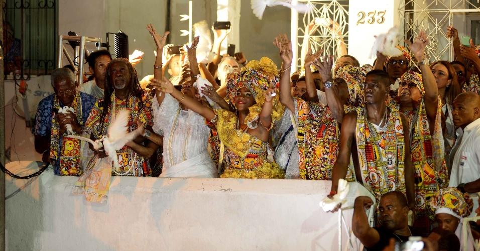 6.fev.2016 - Saída do Ilê Aiyê no Terreiro Ilê Axé Jitolu. No final, os tambores soaram na Ladeira do Curuzu anunciando a saída do mais antigo bloco afro do Brasil