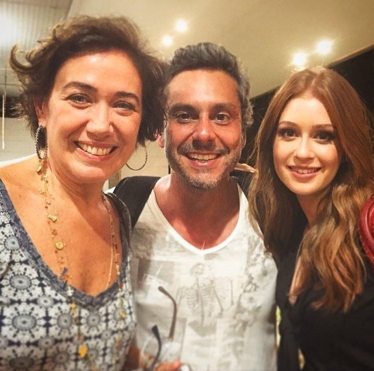 8.mar.2016 - Alexandre Nero publicou em seu perfil no Instagram uma foto ao lado de Lilia Cabral e Marina Ruy Barbosa, suas duas mulheres em