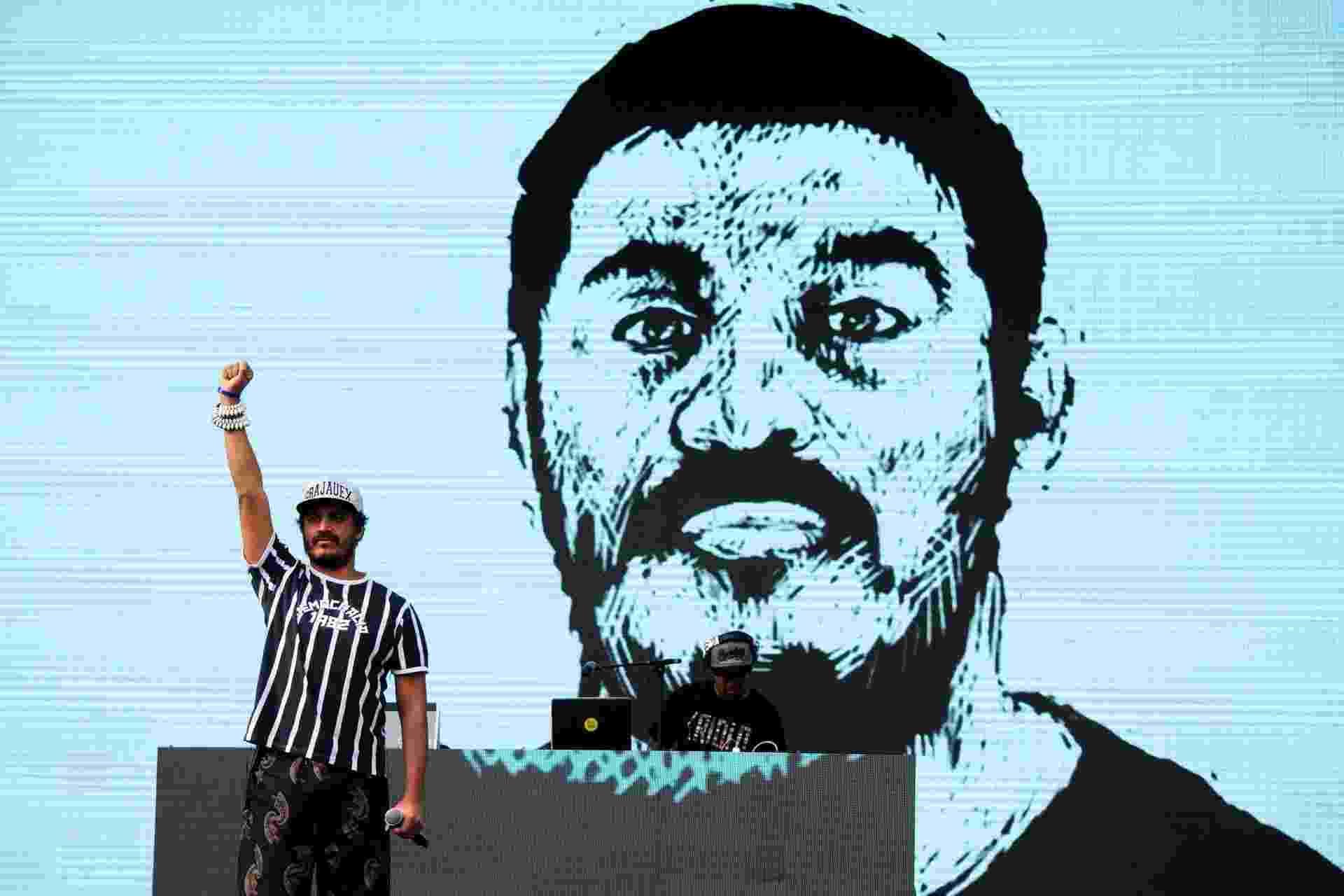 22.mai.2016 - Criolo se apresenta no palco Júlio Prestes, no centro de São Paulo, durante a Virada Cultural 2016 - Peter Leone/Futura Press/Estadão Conteúdo