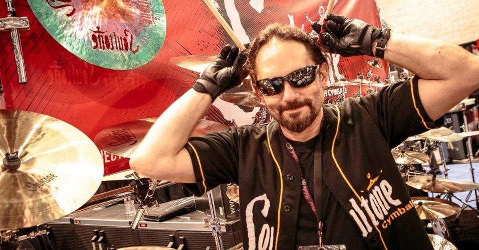22.mai.2016 - O baterista Nick Menza, morto aos 51 anos, em foto de fevereiro de 2016