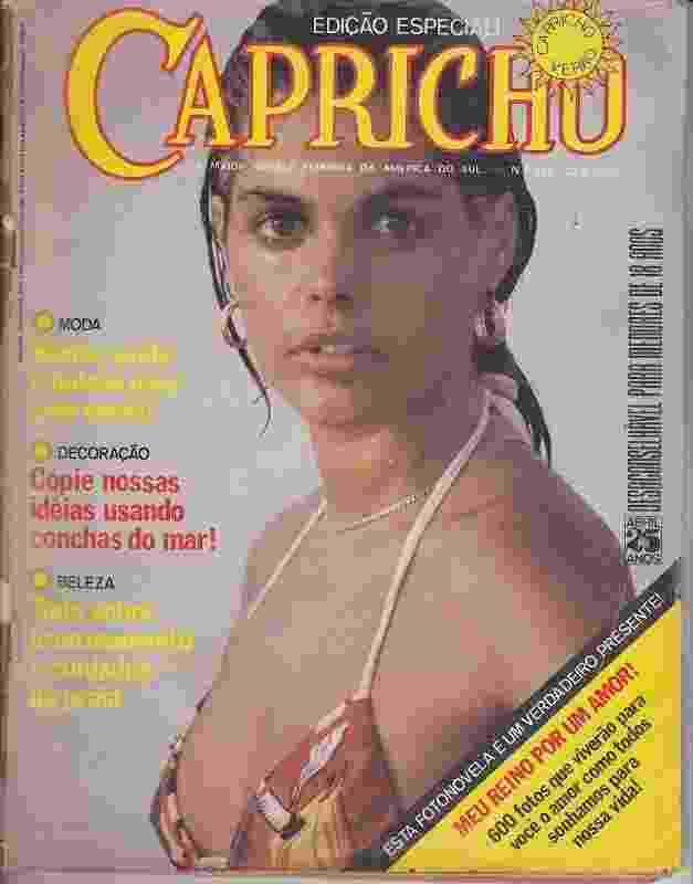 """Monique Evans em capa da revista Capricho de 1979, aos 23 anos, em ensaio direto da praia de Ipanema: """"Me davam biquíni, eu trocava dentro do mar, era sem maquiagem, sem nada"""" - Reprodução"""