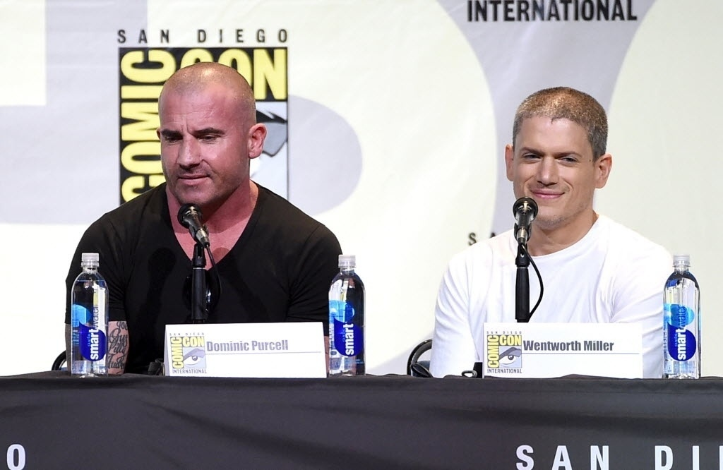 24.jul.2016 - Dominic Purcell e Wentworth Miller no painel de