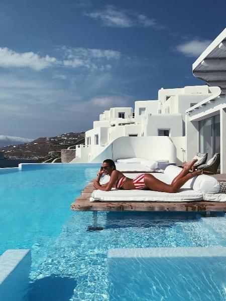Bruna Marquezine relaxa em Mikonos, na Grécia - Reprodução/Instagram/brumarquezine