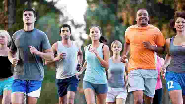 Exercitar-se também é uma forma de se prevenir da doença - iStock