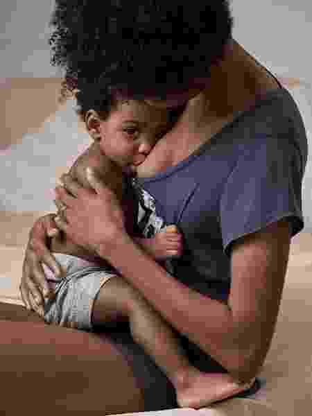 Modelo amamenta filho em campanha da marca GAP - Reprodução/Instagram