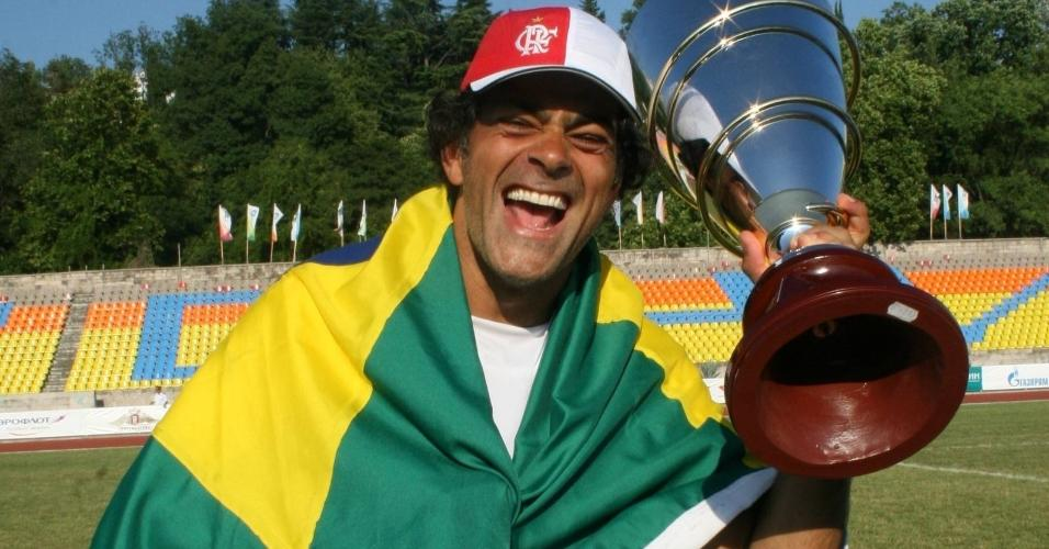 Seleção brasileira com famosos vence equipe de Camarões na Copa de artistas na Rússia em 2007