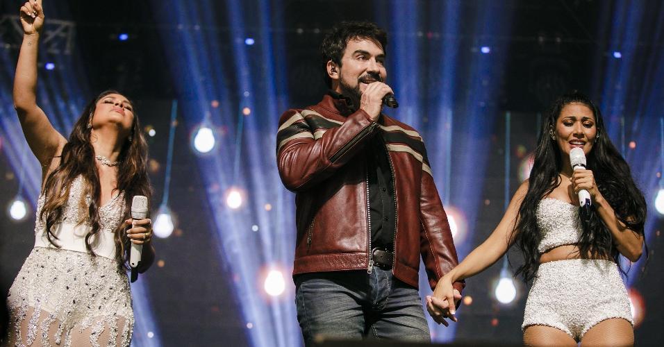 Uma das participações especiais da noite foi do padre Fábio de Melo, cantando duas músicas com a dupla