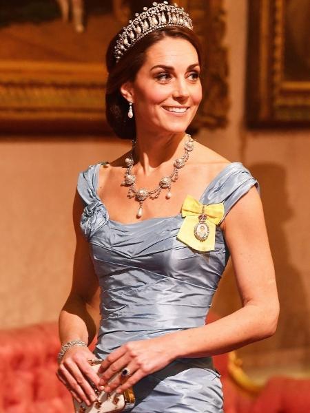 Kate, a duquesa de Cambridge, usa uma das muitas tiaras dos cofres reais em evento da coroa britânica - John Stillwell - WPA Pool/Getty Images