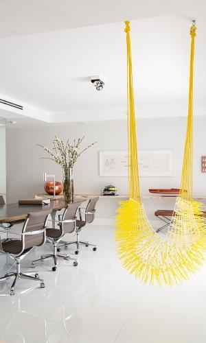 Cadeira Cocar amarela