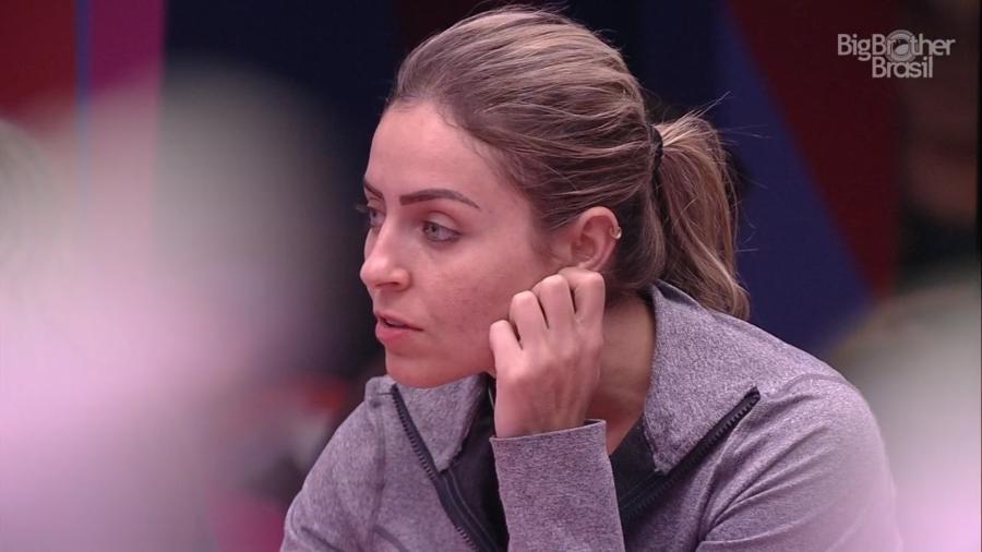 Paula conversa com Hariany sobre jogo da discórdia - Reprodução/TvGlobo