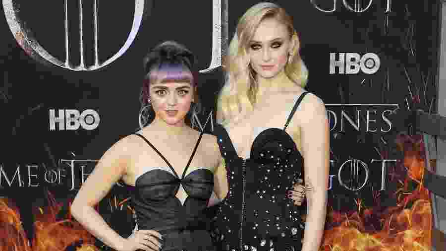 """Maisie Williams e Sophie Turner na premiere de """"Game of Thrones"""" - Taylor Hill/Getty Images"""