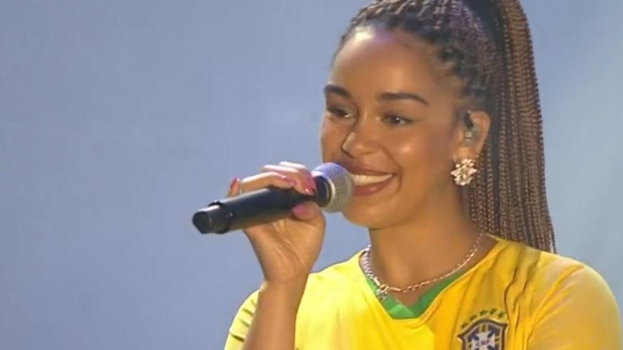 Jorja Smith usa camiseta do Brasil em sua apresentação no Lollapalooza - Reprodução/BIS