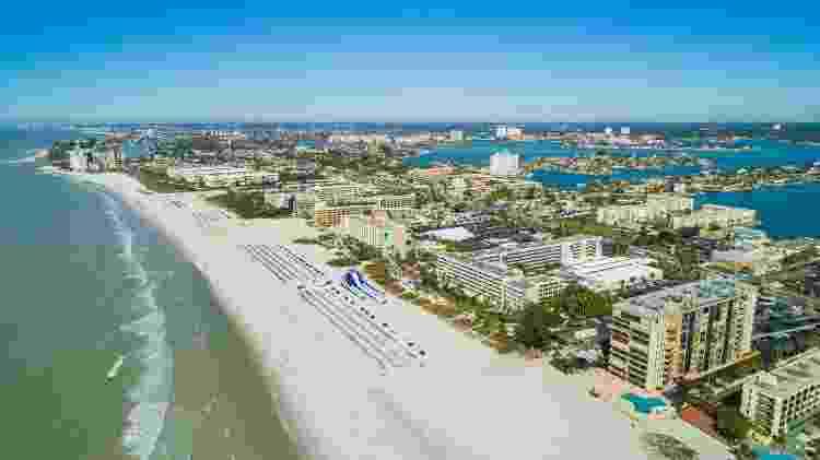 Imagem aérea de hotéis e resorts em St Pete Petersburg Beach, na Florida  - Getty Images/iStockphoto