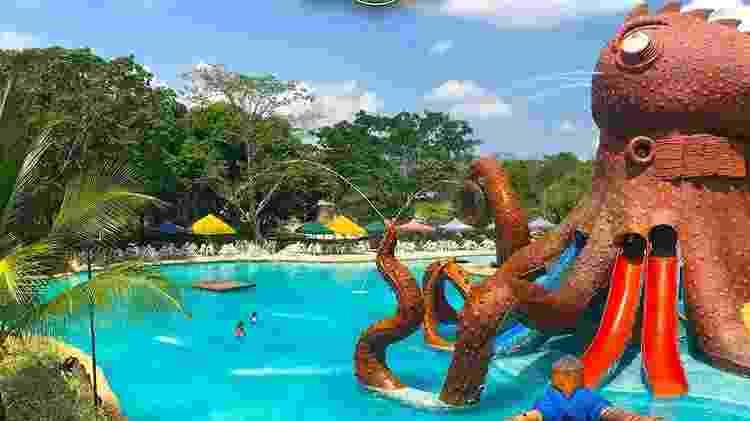 Imagem de uma das piscinas da Hacienda Nápoles, a cerca de 180 km de Medellín - Divulgação/Parque Temático Hacienda Nápoles