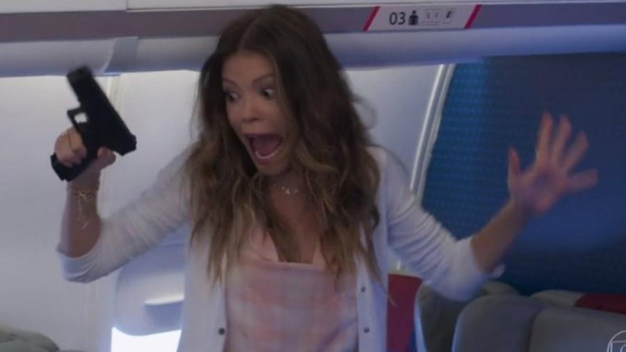 """Vitoria Strada (Kyra) esbanja exagero na cena final do capítulo de estreia de """"Salve-se Quem Puder"""" - Reprodução"""