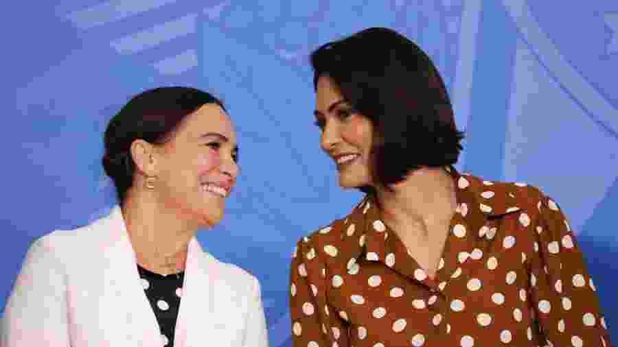 Michelle e Regina Duarte vestem poá para posse de atriz como chefe da secretaria de cultura do governo Jair Bolsonaro - Fátima Meira/Futura Press/Folha